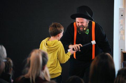 Johannes Lindrupsen kunne velge og vrake i frivillige medhjelpere