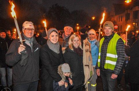 ENGASJERTE: Kai Heier (til høyre) og Andrea Sundby Høst (i midten) brenner for sakene som kan avgjøre barn og barnebarns fremtid i Stavern.