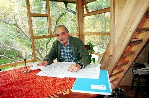 ÆRESBORGER: Antonio Bibalo fotografert i hytta ved Gon i Larvik.