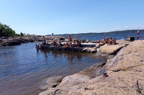 POPULÆRT: Den nye krabbebrygga på Gon har vist seg svært populær i sommer.