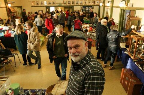FOLKSOMT:  Messearrangør Bjørn Vidar Sletten var godt fornøyd med trafikken. Folk strømmet til samfunnshuset og Meierigården.