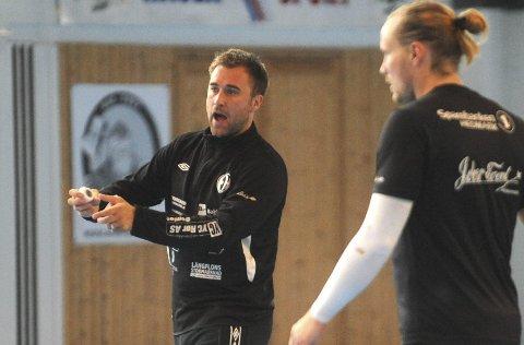 TØFFE TESTER: Elverum Håndball og Michael Apelgren møter tøff motstand i oppkjøringen.