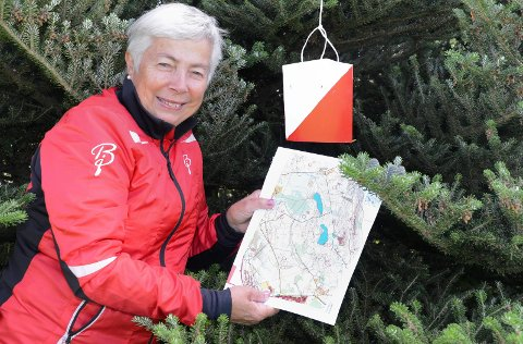 KLART FOR JAKT: – Med jakten på postene blir turen i skog og mark enda mer spennende og fin, sier Kjersti Aagaard i o-gruppa i Kjellmyra IL.
