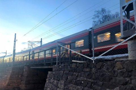 SENT OG TIDLIG: Fra desember vil Vy kjøre et senere tog fra Oslo S og Gardermoen til Hamar og Lillehammer og et tidligere tog motsatt veg. (Foto: Bjørn-Frode Løvlund)