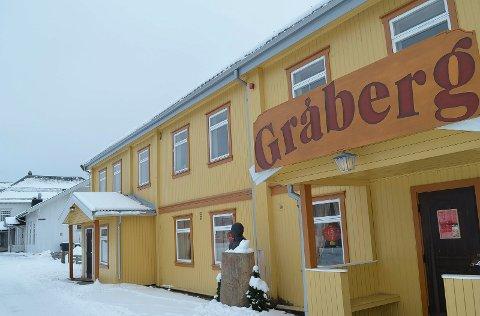 GRÅBERG: Elverum Ap har sine medlemslokaler på Gråberg (inngangen lengst borte), der medlemsmøtene avholdes.