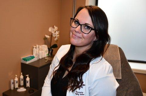 SUKSESS: Innlandet hudklinikk merker økt pågang av kunder som vil gjøre kosmetiske inngrep i pandemien. Henriette Røsberg er daglig leder og sier at de setter rekord på rekord på hudklinikken på Gjøvik.
