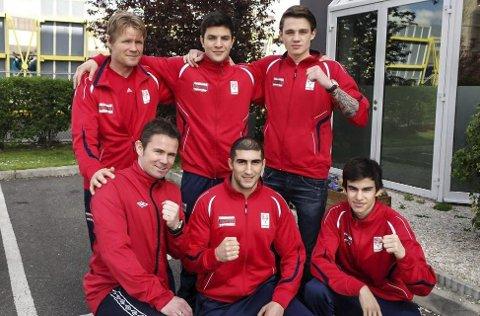 Adrian Tobias Haug (nede til høyre) var med på en turnering i Paris.