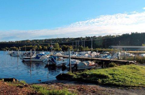 FORNYELSE: Båtforeningen skal flytte og lage ny havn i Frier. Hydro og foreningen skal betale 10 millioner hver for den nye havna.
