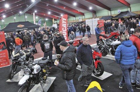 Engasjerte motorsykkel-interesserte besøkte MC messa til Brevik Motorsykkelklubb.