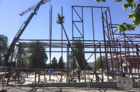 8. mai startet montering av reisverket. Over 60 tonn er montert på den nye kirken.