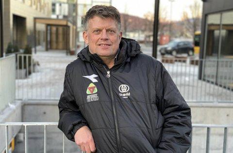 GIR SEG ALDRI: Ole Harald Hansen holder koken i Urædd. Lørdag og søndag har han ansvar for laget i romjulscupen i Skien Fritidspark.