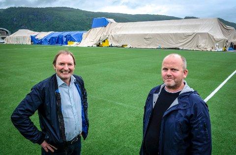 KLARE: Gøran Zakkariasen og Per Harry Steiro i Arena Bygg klarer ikke skjule begeistringen for å få opp en ny hall.