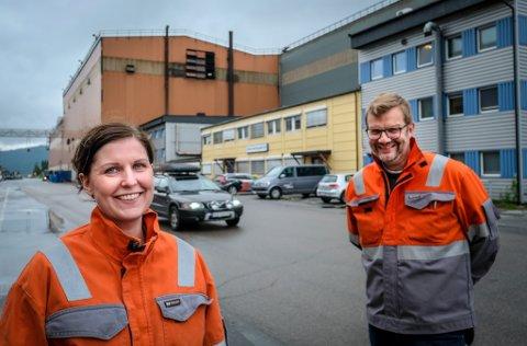 Kristina Marlene Hansen og Hans Petter Skjæran i Celsa Armeringsstål ser på kvafikasjonene først.