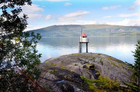 Med en stemmes overvekt bestemte Høyre, Frp og Sp at kommunen skal inngå en langsiktig festekontrakt med grunneieren av Hauknesodden.