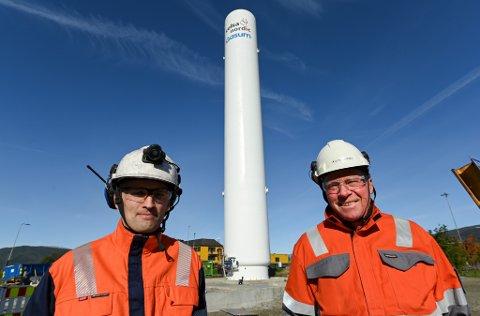 Celsa Armeringsstål gjør det de kan for kutte utslipp. Nå skal de ta i bruk naturgass til å varme opp stålemnene i emneovnen ved valseverket. - Gasstanken vår, med en høyde på 31,5 meter, blir et landemerke, sier gassjef Bjørn Soleglad og prosjektleder Ketil Hauknes.