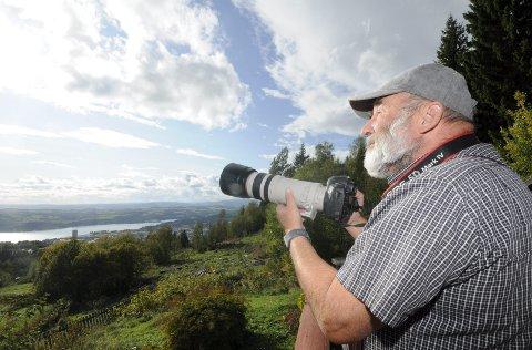 ALLTID PÅ VAKT: Aage Paulsen er en lidenskapelig flyspotter og hobbyfotograf. Han tar flybilder både fra egen veranda og rundt om på Gardermoen.
