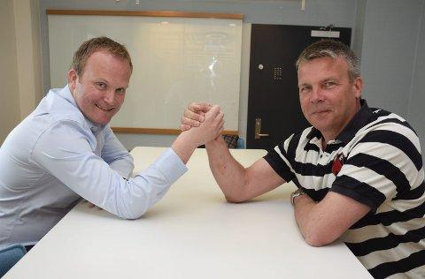 VERBAL HÅNDBAK: Hans-Petter Aasen (Sp) og Dag E. Henaug (H) sitter på hver sin side i debatten om kommunesammenslåing.