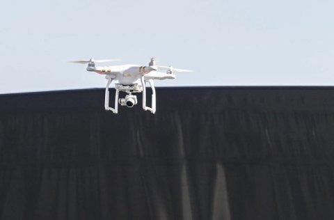 Film: Denne dronen var oppe og filmet over målområdet på Søndre torg, noe som ikke er lov.