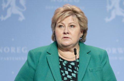 Statsminister Erna Solberg (H) forlenget i all hovedsak koronatiltakene, men innfører enkelte lettelser for barn og unge.