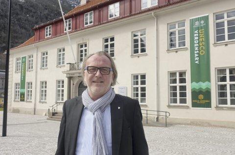 Grønt: Ordfører Bjørn Sverre Birkeland er fornøyd med de nye verdensarvbannerne på Torget.