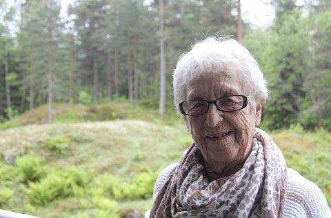 HAR GITT UT BOK: Guri Stormo har nylig utgitt boka «Bylten». Selv om hun forteller historien om sitt liv, klarte hun ikke bruke jegform i boka. I stedet omtaler hun seg selv konsekvent som «Bylten». Begge foto: stine strandhaug