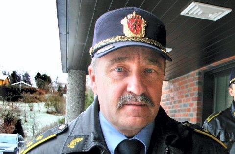 ETTERFORSKER: Lensmann Bernt Ingar Jahren ved Nes lensmannskontor.