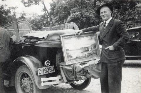Reiste rundt og solgte bildene sine: Dette bildet av Karl Ditlef Olsen er tatt rett før 2. verdenskrig. Selv om han malte bilder, kalte han seg aldri kunstner. FOTO: PRIVAT