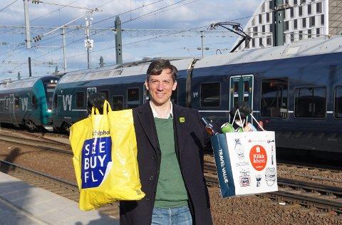 FRA FLY TIL TOG: Kristoffer Robin Haug (MDG) ønsker seg taxfree på togstasjonen fremfor på Gardermoen.