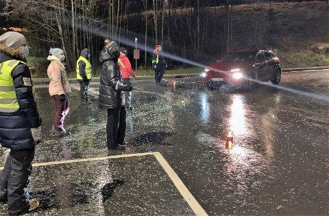 JENVT: Givere og regnvær strømmet jevnt under tirsdagens God Jul-innsaling til barn og barnefamilier i Røyken og Hurum.