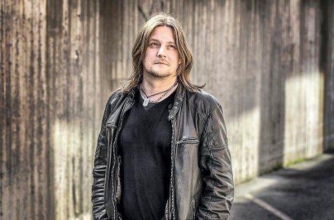 SOLOKVELD: I kveld er det Frode Johansen som skal fylle opp hos Bokhandleren på Tofte.