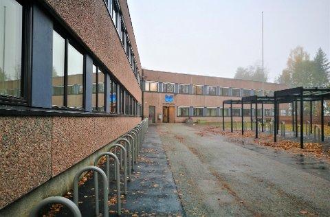 VANSKELIG Å SI: Røyken ungdomsskole er en liten skole, og blant dem som merker fravær i lærerstaben mest.