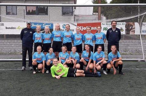 FIKK PRIS: Dette er bilde av Jenter 15 år fra våren 2019. Nå har hele klubben vunnet pris.