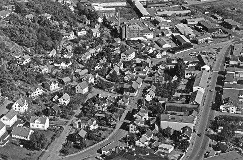 Grønli mot venstre oppunder Preståsen. Bildet er nok fra senere dato, for den nye Kilgata er kommet.