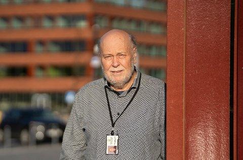 Kommuneoverlege Hans Petter Torvik sier at både fullvaksinerte og uvaksinerte fortsatt kan spre smitte.