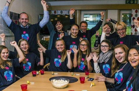 NÅ har du sjansen: Her blir glade Drømmestipend-vinnere gratulert av ordfører, rådmann og kultursjef i 2014. foto: trine sirenes