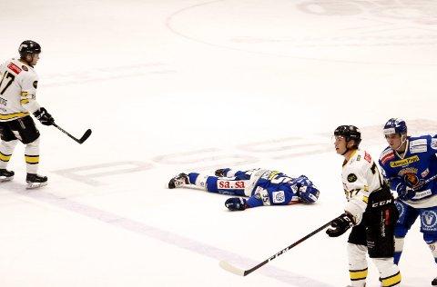 Ble liggende: Henrik Eriksson var bevisstløs da han traff isen etter smellen. Foto: Dagfinn Heidenberg