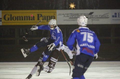 Ny kontrakt: Emil Øby Olsen har undertegnet ny kontrakt med Sarpsborg Bandyklubb.  Foto Tobias Nordli