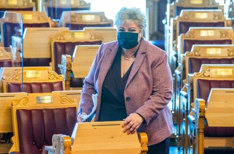 Statsminister Erna Solberg (H) før redegjørelsen om koronasituasjonen i Stortinget tirsdag.