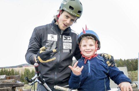 KLARE: Eirik Ulltang og Hobøl ILs egen Adrian Gøthe Gorseth (8) er klare for helgens norgescup på Tomter.