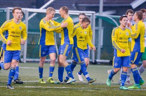 Pangåpning: Kristian Nordli (gule sko) scoret tre mål da Trø/Bå åpnet som 5. divisjonslag med å beseire HSV 7–1 borte. ARKIVFOTO
