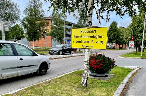 VÆR FORBEREDT: Skal du fram med bil fredag i Indre Østfold, så vær forberedt på tidvis stengte veier. Her fra Rådhusgata i Askim.