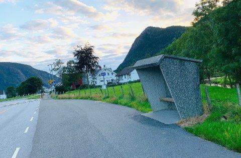 ALTERNATIV: Schmidtakrysset har haldeplass, men er ikkje sentrum i Årdal.