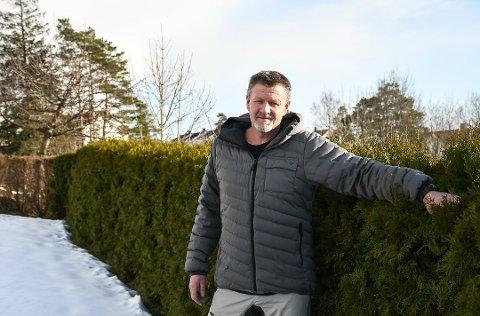 Lasse Minde var blant dem som fikk seg en ekstra stor overraskelse, da fikk brev fra kommunen om den nye eiendomsskatten.
