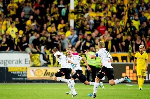 3-0: Espen Ruud har akkurat satt inn 3-0 for Odd mot Borussia Dortmund på frispark. De tilreisende Dortmund-supporterne trodde knapt det de så.