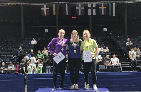 På pallen: Iselin Moen Solheim (t.v) kom på pallen etter å ha prestert bra i Nordisk mesterskap.