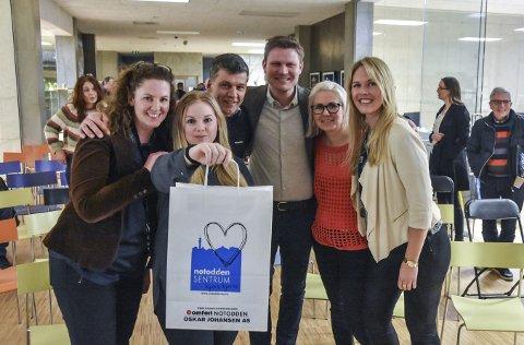 Prosjektgruppa: Linda Halvorsen, Siri Aardalen, Terje Bergskås, Tormod Hynne, Trine Bergestig og Anne Rokne Bolkesjø med posen som rommer innholdet fra idémyldringen.