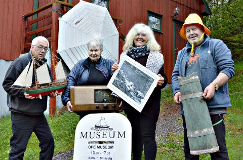 Klare til ny sesong. Fire frå det attvalte styret i Bøfjorden Historielag: Gunnvald Bøe (frå venstre), Ragnhild Skrøvset, Inger Lise Heggem og Inge Dønheim. (Femtemann i styret, Bernt G. Bøe, tok biletet.)