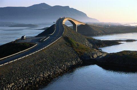 Atlanterhavsveien er i dag ikonet for turistveiene i Norge, og brukes aller mest for å visualisere hva de nasjonale turistveiene handler om.