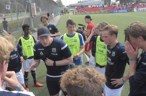 OK START: Trener Eirik A. Ranheim var godt fornøyd med førsteomgangen, og oppmuntret spillere på KBK i pausen i kampen mot KFUM-Kameratene Oslo mandag. Etter hvilen ble det noe mindre trykk, og KBK skal si deg fornøyd med uavgjort mot en god motstander.