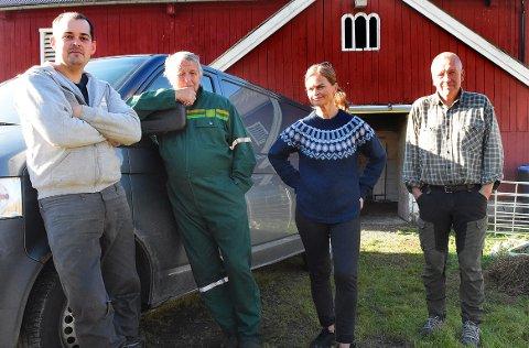 STØTTES: Sauebøndene Mats Ranes (til venstre), Magne Heggset og Ingvar Rodal roser ordfører Margrethe Svinvik (Sp) som lover å følge opp situasjonen med store sauetap, der rovdyr som jerv og gaupe ifølge bøndene står bak. Nå får de drahjelp av stortingsrepresentant Jenny E. Klinge (Sp).